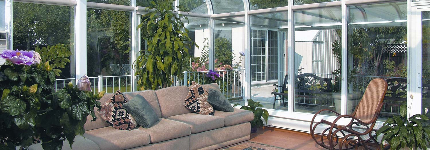 sunroom decorated with furniture and plants